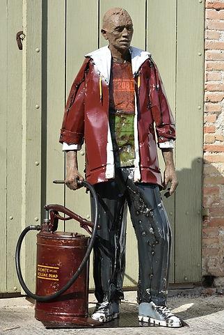 Emmanuel Michel sculpture Pump homme debout bronze et métal