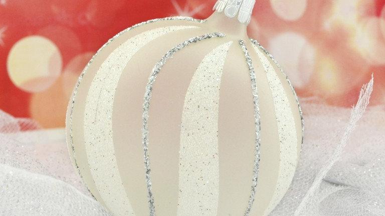 Kerstbal opaalwit met glitterlijntjes en sneeuwbanden (6 in een doos)