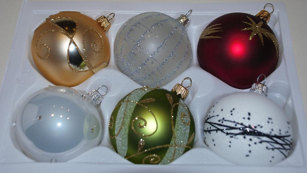 Mooie kleurige mix van kerstballen