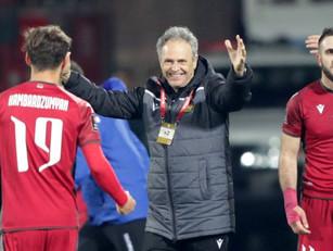 Caparrós renovó su contrato con la selección de fútbol de Armenia