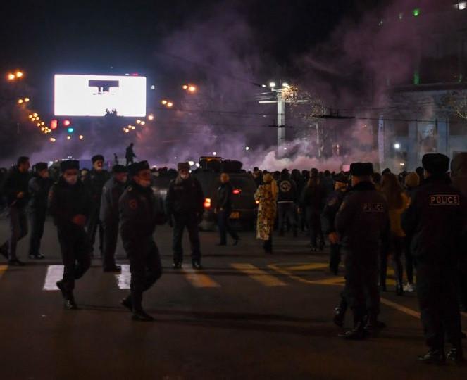 Crece la tensión política en Armenia
