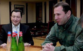 Quedaron detenidos el ex ministro de Defensa y un empresario proveedor de armas