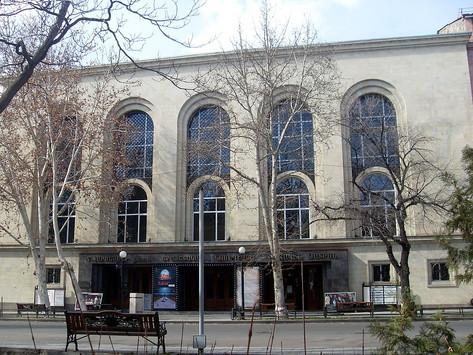 Primero cerraron ministerios, ¿ahora van por los teatros?...