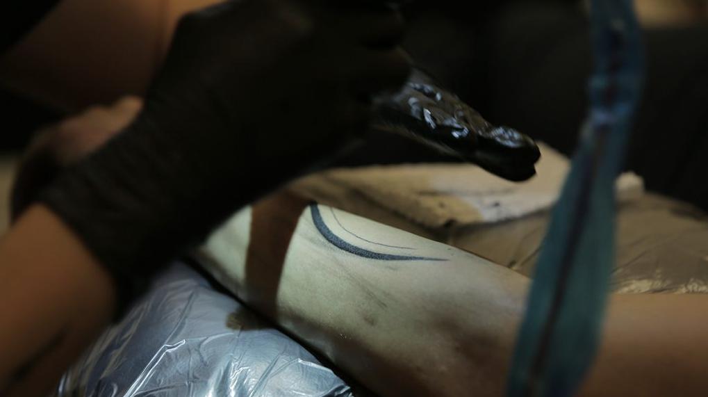 Atraves-tv-gabi-bessa-tatuagem-laila-11
