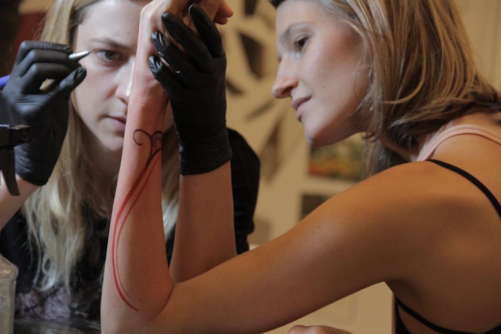 Atraves-tv-gabi-bessa-tatuagem-laila-1