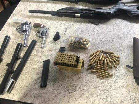 Dos suspeitos de atacar bases da PM e da PRF, dois foram presos e um foi morto no Rio Grande do Sul