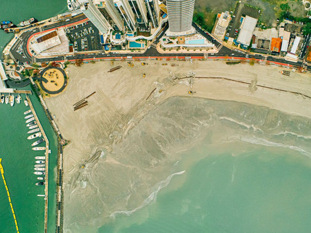 Alargamento da faixa de areia de Balneário Camboriú encerra na parte sul e inicia na parte norte
