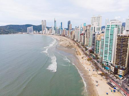 Há seis meses, análises do IMA consideram Praia Central de Balneário Camboriú própria para banho