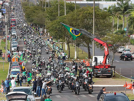 Bolsonaro e Lula, dois populistas; só que um consegue sair às ruas e juntar povo e outro não