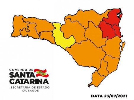 RISCO DA COVID: Foz do Rio Itajaí e mais duas regiões continuam em nível máximo (gravíssimo)