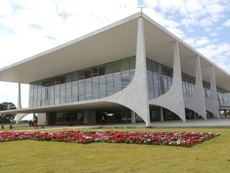 Bolsonaro fez a jogada extrema: vetou o aumento do Fundo Eleitoral e a bola passou para o Congresso
