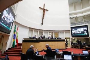 MILITÂNCIA EM SALA DE AULA: Deputado acusa  e diz que questionará Secretário da Educação