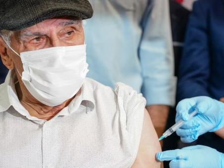 Mais de 90% dos idosos entre 70 e 90 anos já receberam duas doses de vacina contra Covid em SC