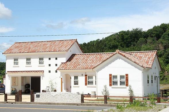 copain de garden コパンデガーデン 福島市 モルタル造形 フレンチスタイルのかわいいお家にマッチした外構