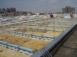 下層板覆蓋岩棉與固定座及PS板