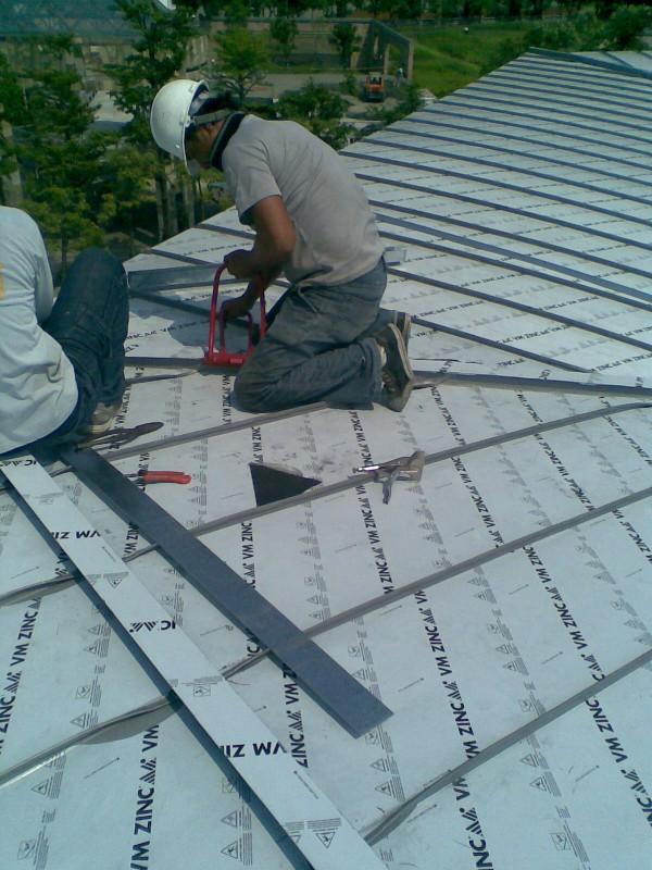 鈦鋅板轉折(導水溝)收邊安裝