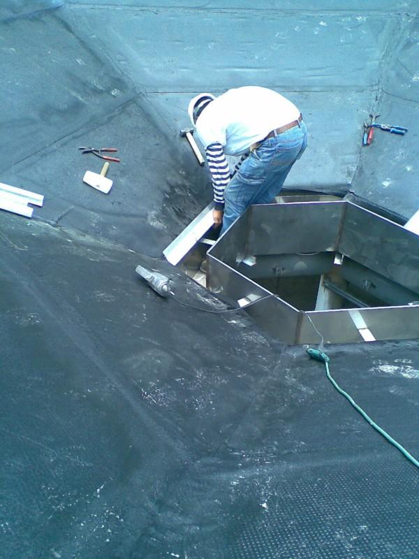 鈦鋅板簷口脊收邊安裝