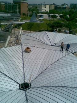 鈦鋅板屋面鋪設完成