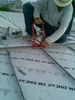 鈦鋅板屋脊收邊安裝