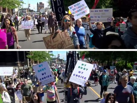 ワクチン強制接種の抗議デモ