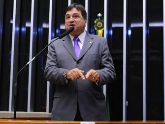 Bolsonaro nomeia ex-deputado do Centrão para secretaria na Agricultura -  César Halum é o novo secre