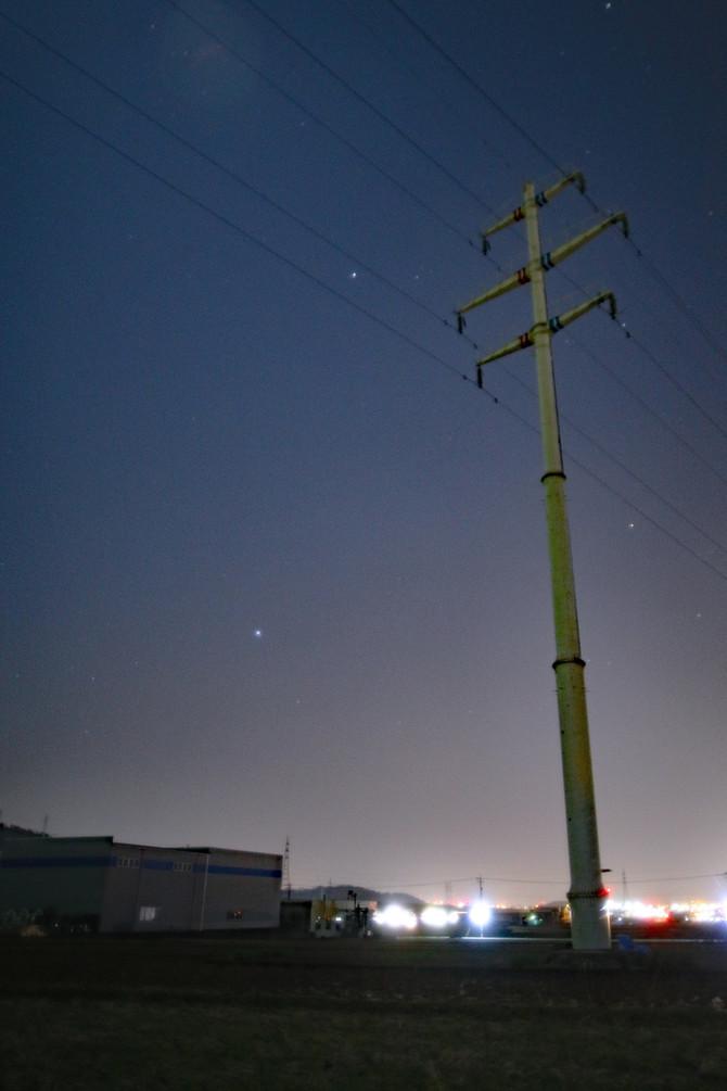 西の夜空の大三角
