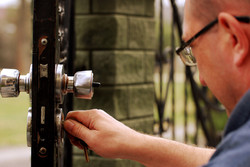 locksmith fixing door