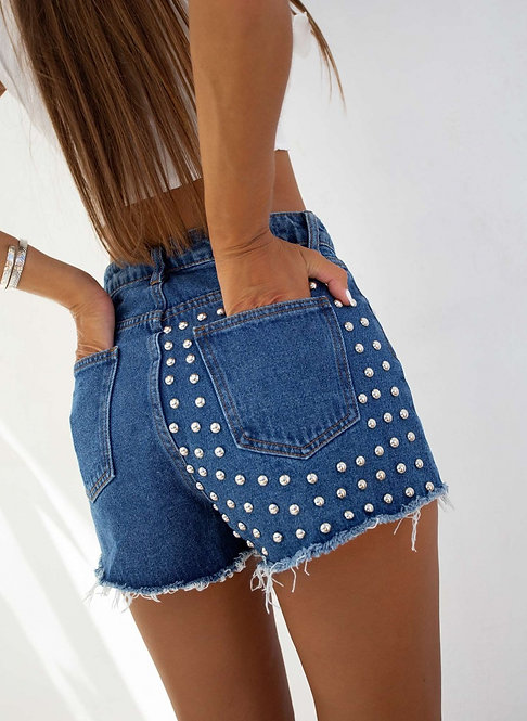 High-waisted shorts with trunks
