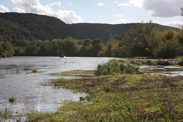 zicht op Dordogne met gabares, boot, Frankrijk