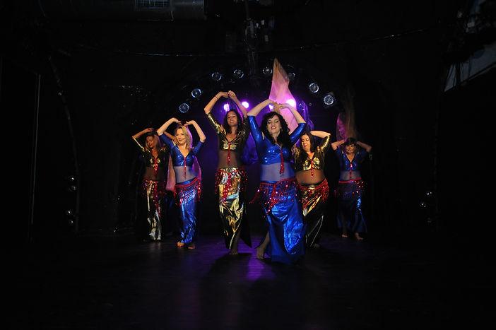 קבוצת המתקדמות בריקוד צעיף