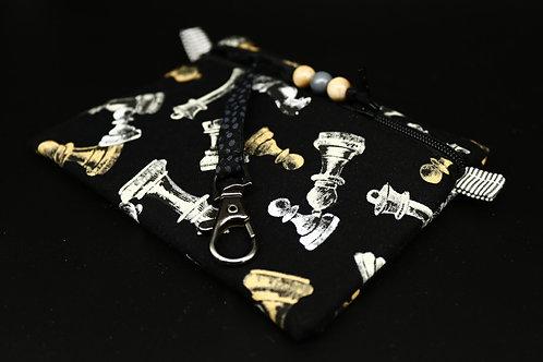 Schlüssel-Täschchen Schachfiguren Ansicht mit Karabinerhaken