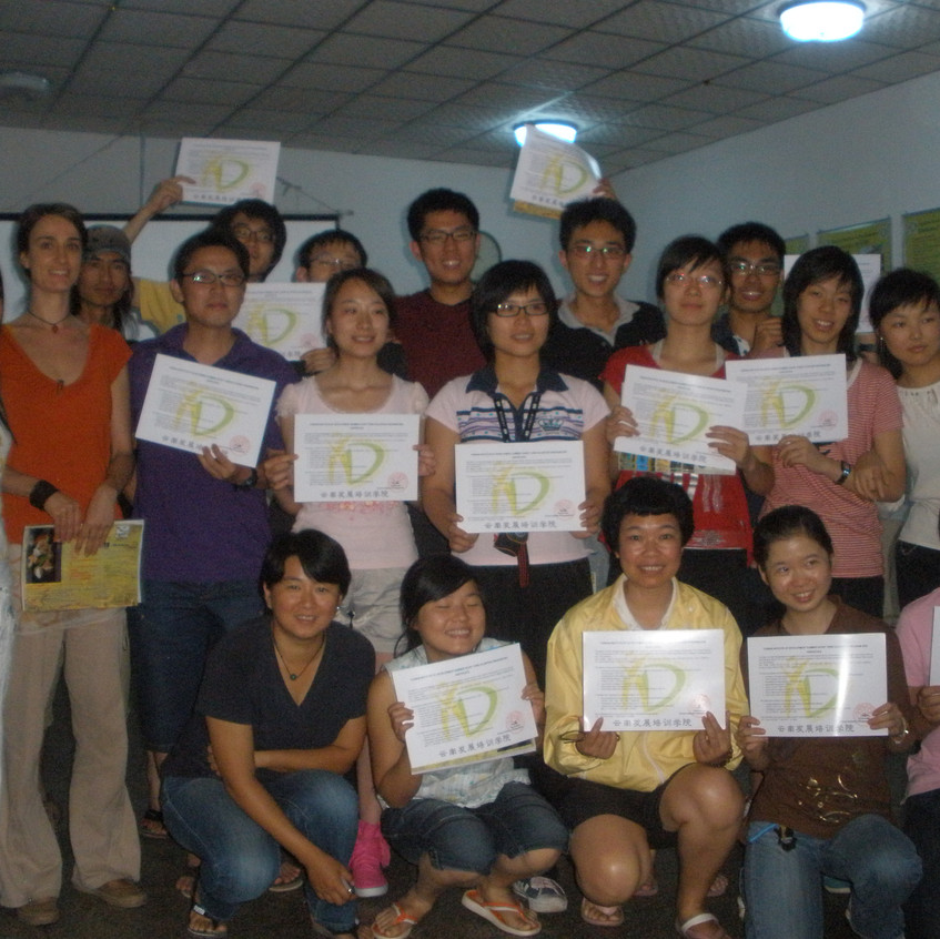 A nyári kéthetes önkéntes tábor résztvevőivel