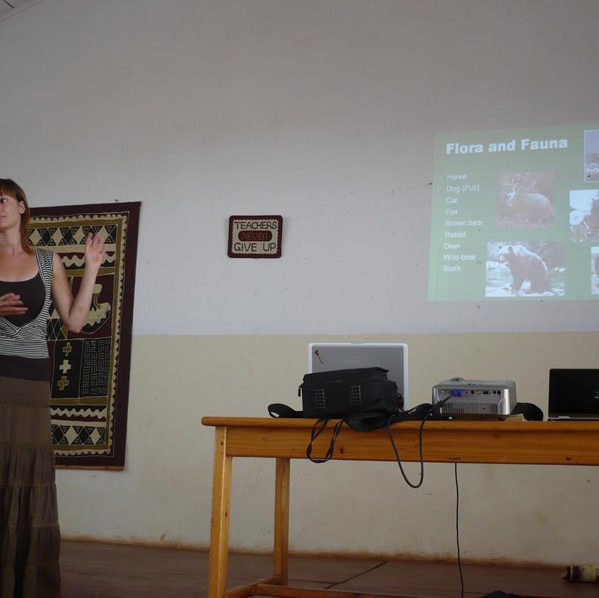 Tanítok - itt éppen Magyarországról tartok előadást