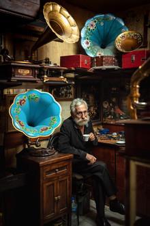 Last gramophone master in Turkey. /Grand Baazar, Istanbul/