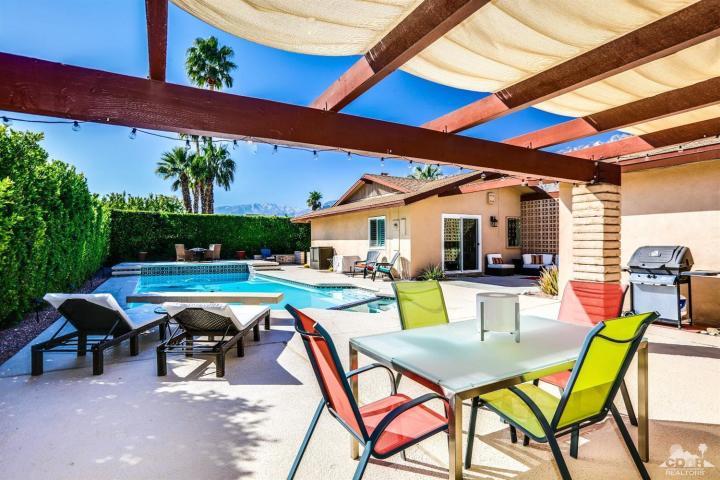 2388 N Avenida Caballeros Palm Springs