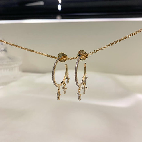 Argola com Micro Zircônias Dourado com Ródio Branco