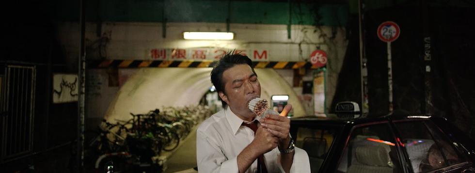 Guy Pearce Cigarette Man.png