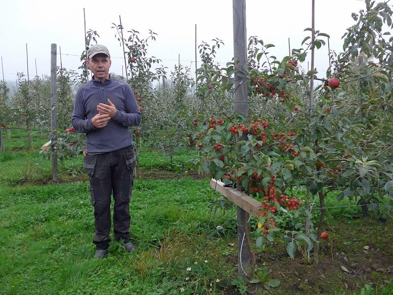 Roger berättar om odlingarna