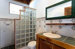 Room 4 & 5 | Shared Bath