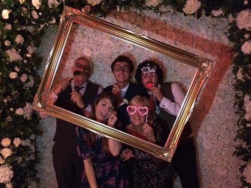 BUDGET PHOTO BOOTH