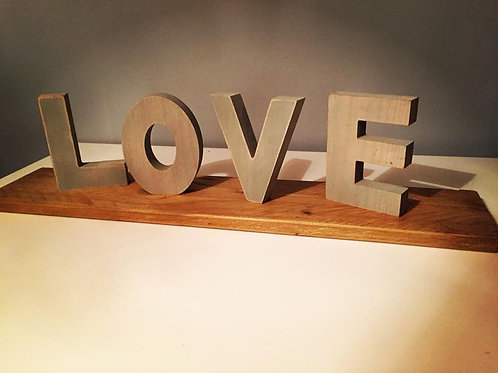 RUSTIC LOVE SIGN PROP