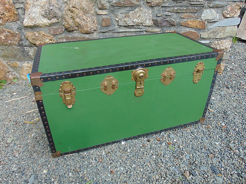 LARGE GREEN TRAVEL TRUNK