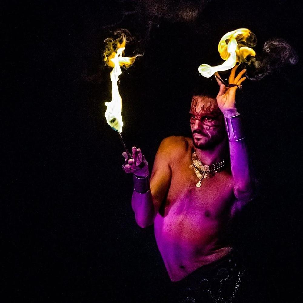feu, jonglage, artiste, spectacle, Guillaume Chenier, Inde