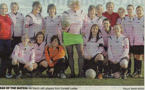 vinniewithladiesfootballteam1.jpg