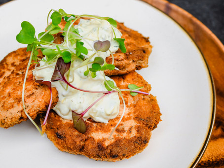 Wild Alaskan Salmon Cakes with Lemon Tartar Sauce