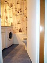 Salle de bain - WC. Machine à laver