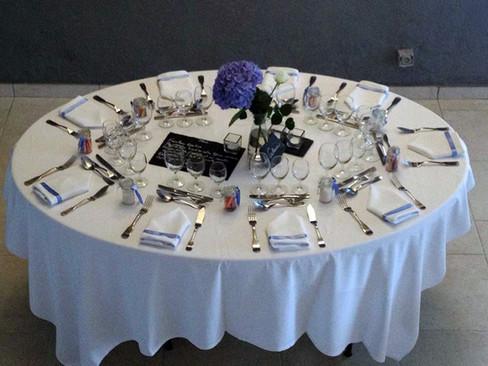table ovale de 8 personnes.jpg