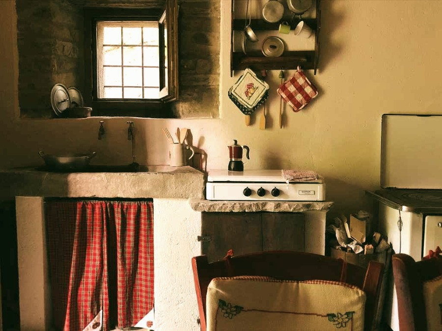 Metato - Kitchen with Gas and Wood Oven