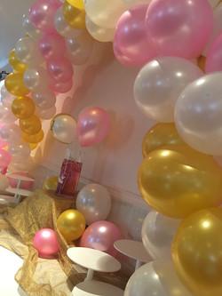 Décoration de buffet arche de ballon