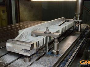 Ремонт бумагорезательной машины (восстановление прижимной плиты)